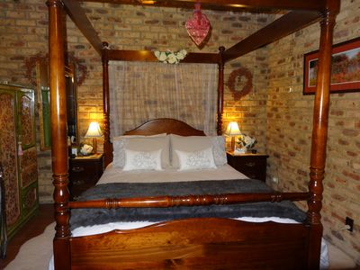 Spa Suite four poster bed