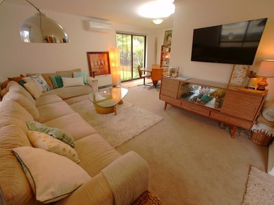 Lounge : huge comfy couch, TV, DVD,USB