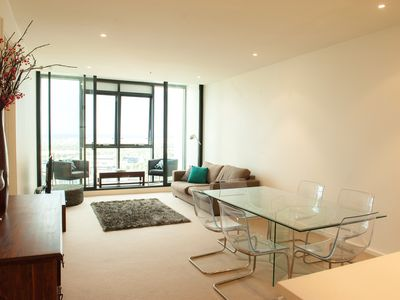 Open plan living and dining area, netflix TV, air conditioning and amazing views