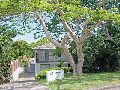 'Thurlow' 29 Thurlow Avenue - holiday house with pool and aircon
