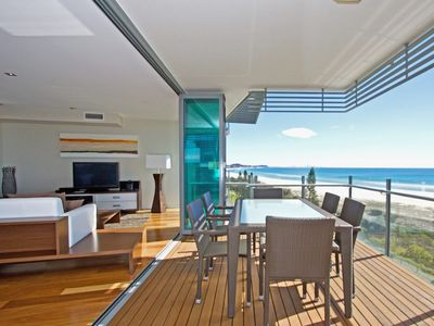 Kirra Wave 702 - Beachfront Luxury