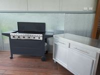 6 burner barbecue and bench