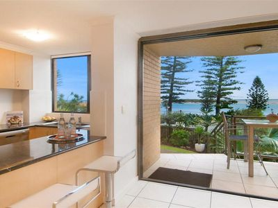 Awesome Location - Allamanda U2, 32 Bulcock Beach Esplanade