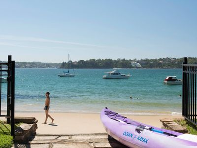 BUNDEENA BEACH HOUSE - Contemporary Hotels