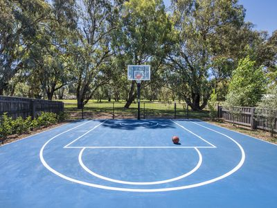 Backyard basketball court backs onto Mudgee's Golf course