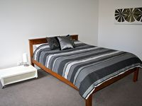 SPACIOUS MAIN BEDROOM WITH COMFY QUEEN SIZE BED