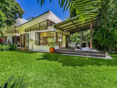 Beachfront Beach House with huge lush pet-friendly yard