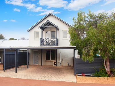 WineNwaves; a stylish townshouse centrally located in Margaret River