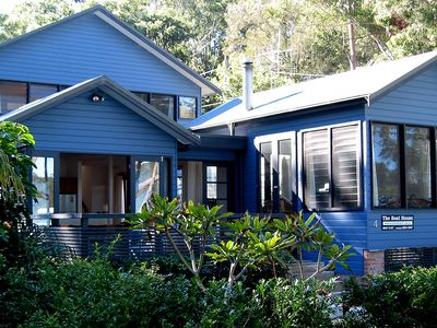 The big blue Boat House - spacious, contemporary & fun ..water views