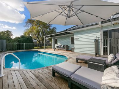 POOLSIDE - MORNINGTON