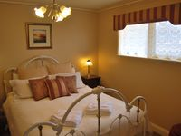 Pickett Cottage Luxury Queen Room with ensuite and Spa.
