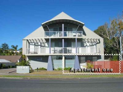 Seachange Apartment - 1/106 Booner Street