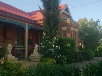 BOUTIQUE MOTEL SEFTON HOUSE - Tumut Accommodation At Its Finest.