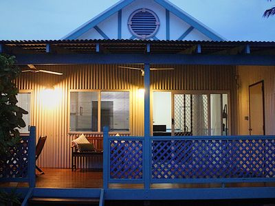 A spacious and modern accommodation venue over the dunes from Cable Beach.