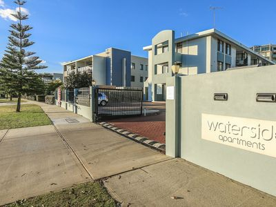 Entrance to Waterside
