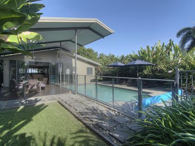 Outdoor alfresco and pool