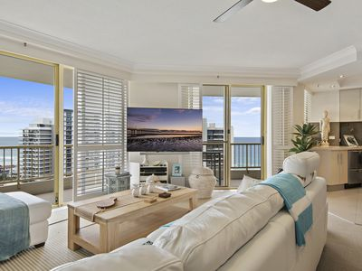 Beautifully furnished. 65 inch flat screen TV and foxtel