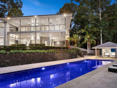 Murraya - Byron Bay - Front of House With Pool And Poolhouse Dusk Closeup Pool