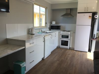 Full kitchen including dishwasher.