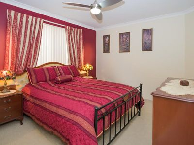 Comfortable Queen Size Bedroom