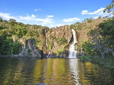 Spectacular Wangi Falls and plunge pool just 5km from your door