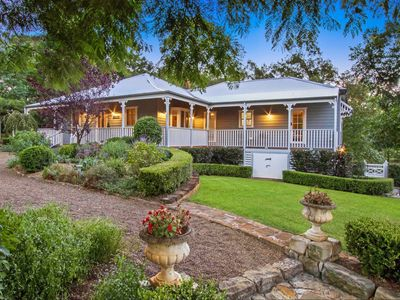 Curraweena House - Heritage home c1920's with beautiful gardens, Kurrajong.