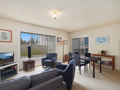 Sunrise Court 3 - Beachfront North Kirra