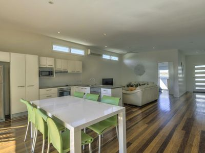 Light & Airy Open Plan Kitchen, Dining, Lounge