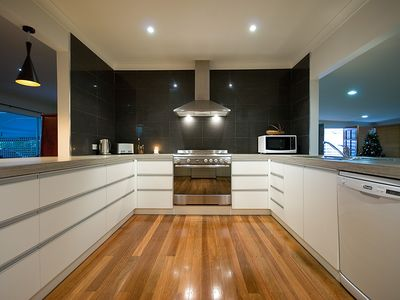 caravan kitchen cabinets gold coast central accommodation from australia s 1 stayz 1990