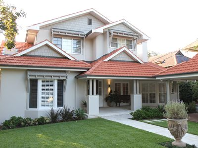Outstanding Modern house - close to Cafes, Beach, Zoo & Ferry