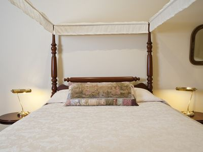 Four poster bed in Music Suite