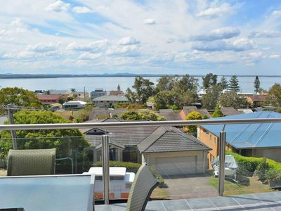 2 'Aqua Views' 15 Kanangra Avenue - pet friendly, water views, air conditioning,