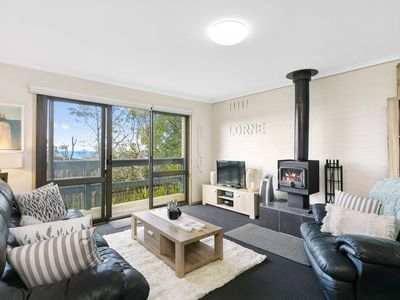BAYVIEW NUMBER FOUR- PET FRIENDLY WITH SECURE YARD