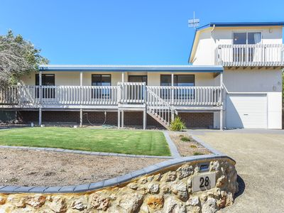 28 Hazel Street - Panoramic Sea Views in a Quiet Location