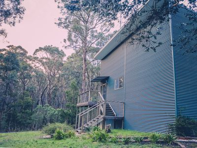 Beautiful modern unit set amongst 16 acres of bushland, yet minutes to Ballarat.