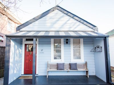 The Cottage : 100 year old weatherboard cottage