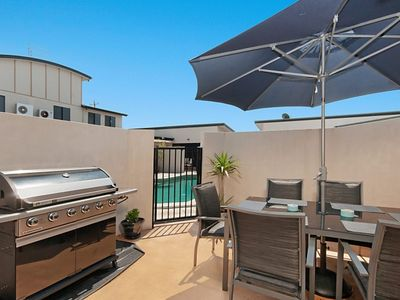 THREE BEDROOM TOWNHOUSE WITH FREE WIFI AND FOXTEL PLUS SWIMMING POOL