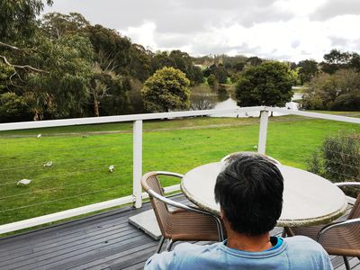 Relax overlooking beautiful Lake Daylesford