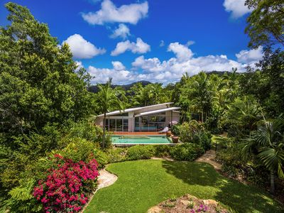 Rosewood House - nestled in nature with sweeping views