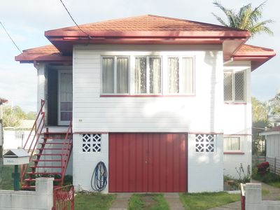 Large 4 bedroom home just off the esplanade - 50m