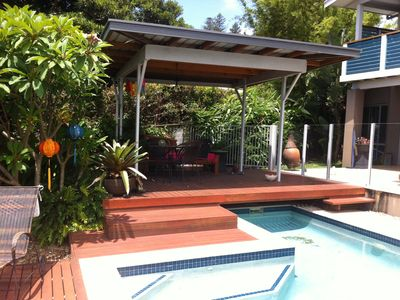 Private Pool Cabana - Daybed and Alfresco Dining