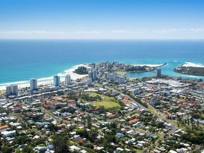 Coolangatta Beach House - Sleeps 7 guests and is pet friendly
