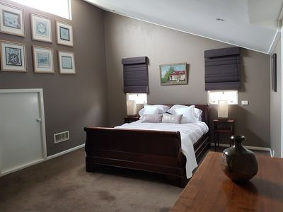 Super sized bedroom Queen Bed Air conditioned