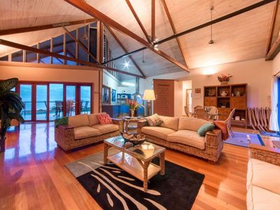 Lorikeet Lodge - Hideaway Bay Holiday Home
