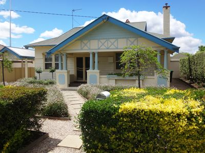 Central and Spacious Bendigo Stay