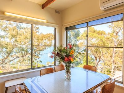 Stunning lake views and welcoming retro charm to make you feel at home