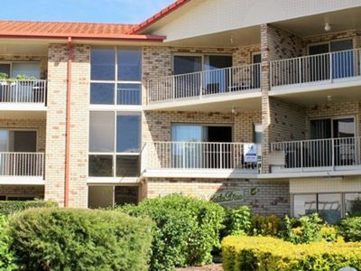 Spacious unit with views of Pumicestone - 5/5 Wattle Ave, Bongaree