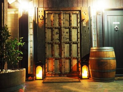Oak and Barrel - Great Year-Round Accommodation, Stunning Decor