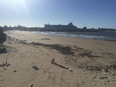 Ocean Beach Villa - Our Beach -watch the Spirit of Tasmania arrive and Depart