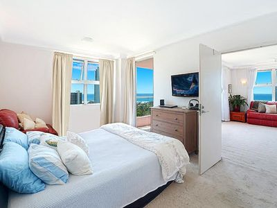 Main bed, king size with full length ocean view